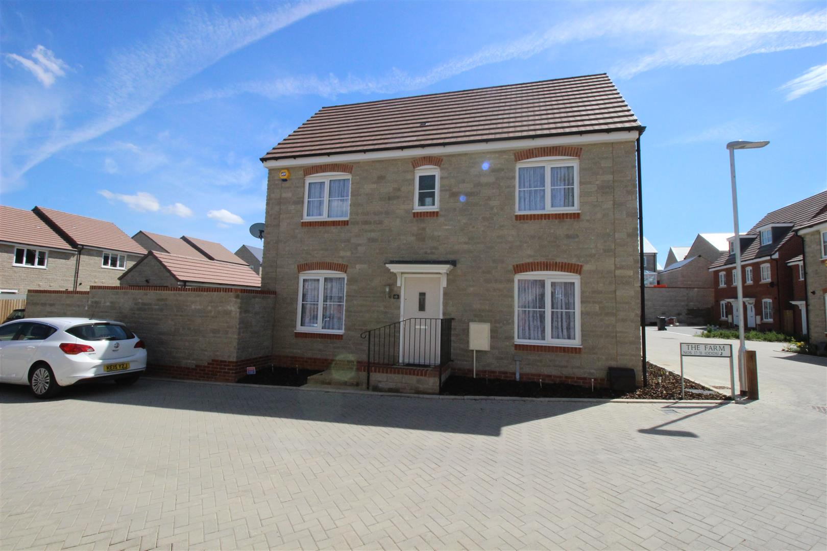 3 Bedrooms Property for sale in The Farm, Purton